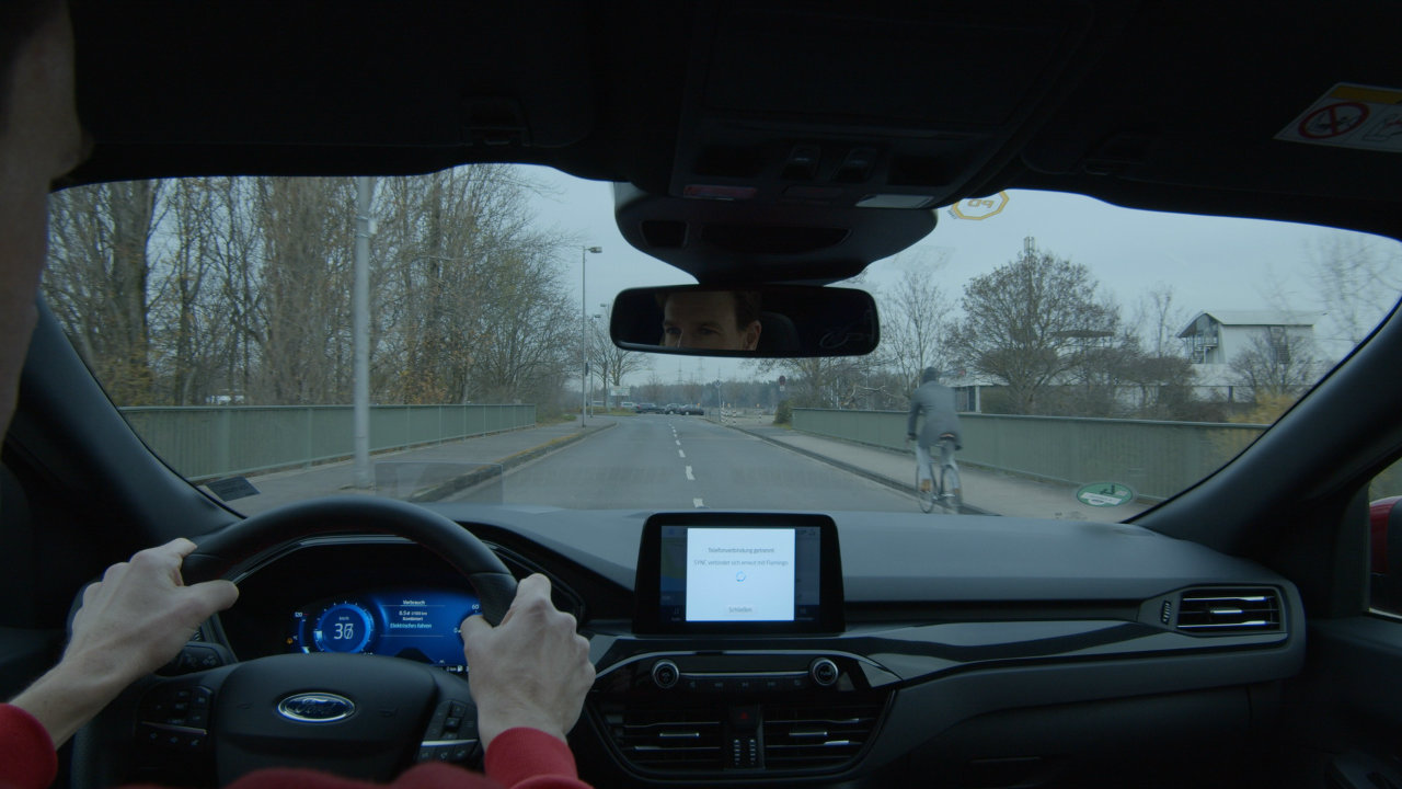 A useful option;  The Ford Kuga deaeration system automatically cleans the windshield steam