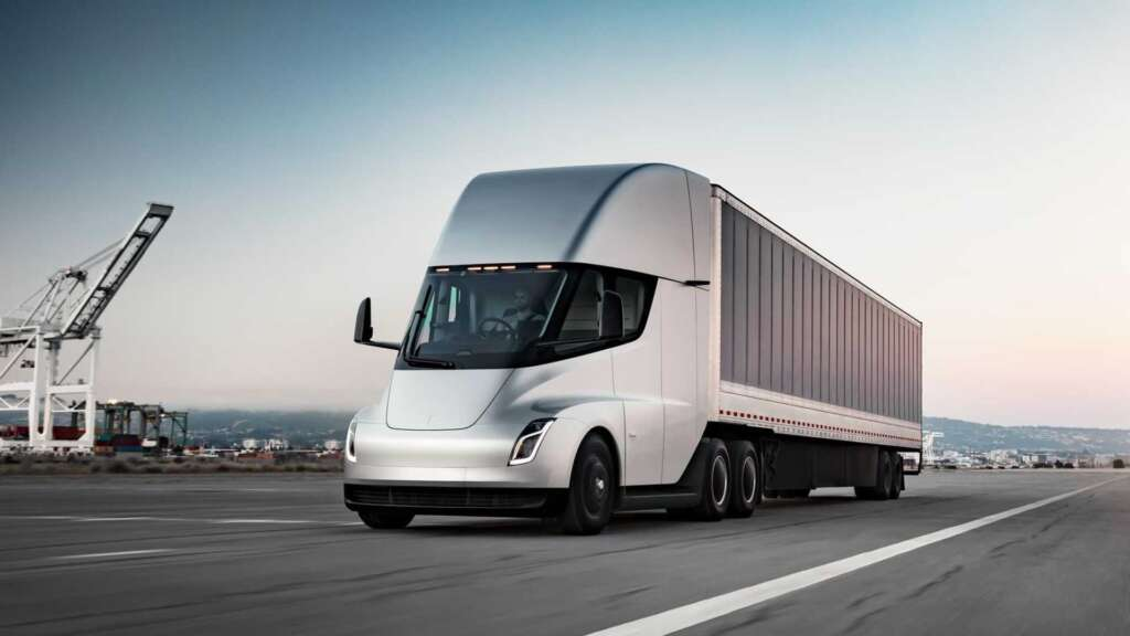 Ilan Mask announces the use of a 500 kWh battery in the Tesla Semi heavy truck
