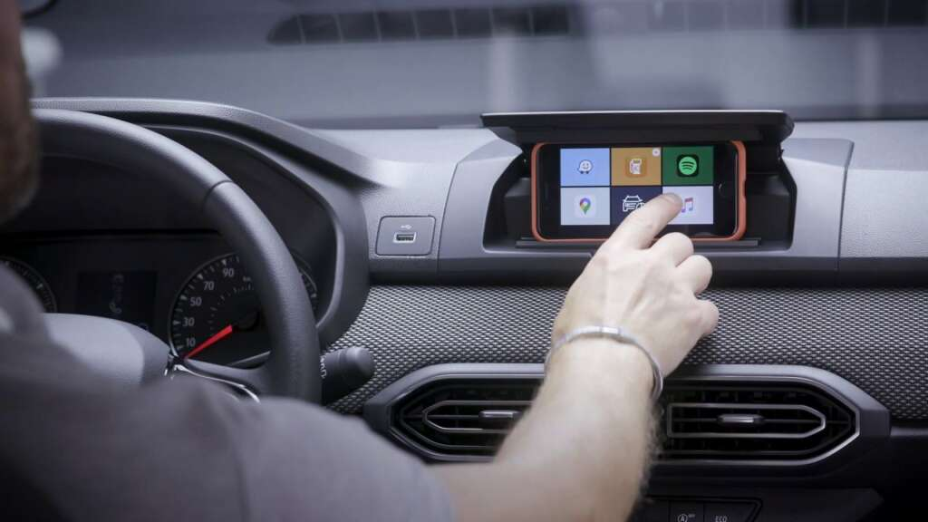 Dacia Sandro turns the driver's cell phone into an infotainment system display