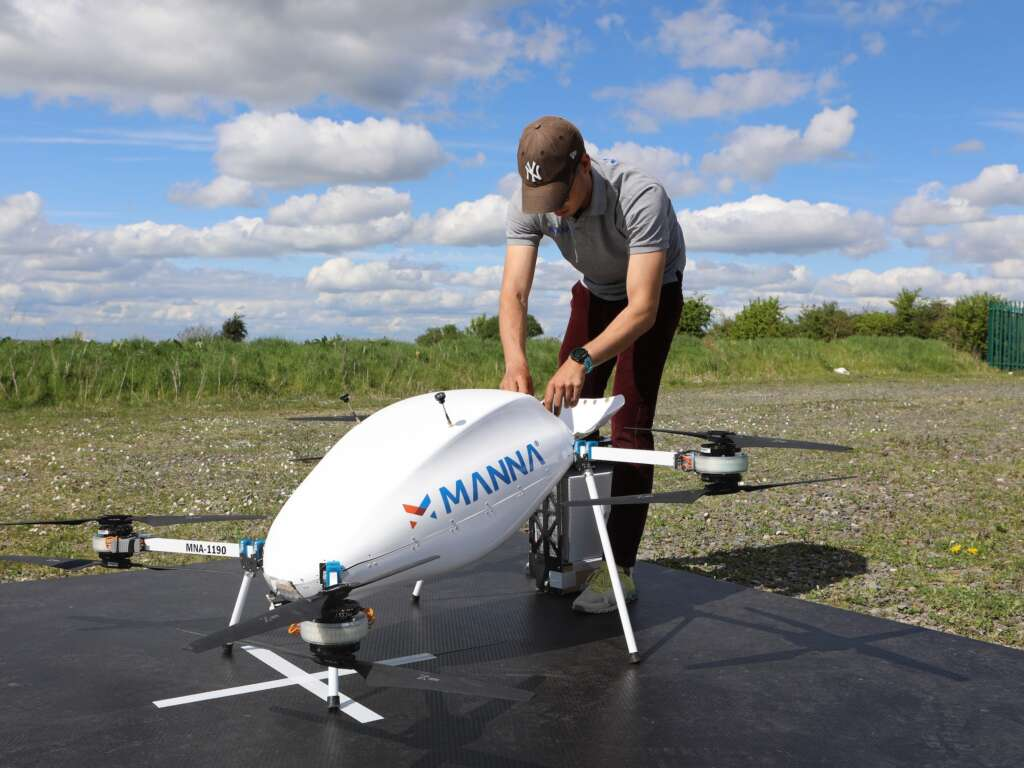 Samsung, in partnership with Manna, has begun delivering 3 minutes of goods by drone