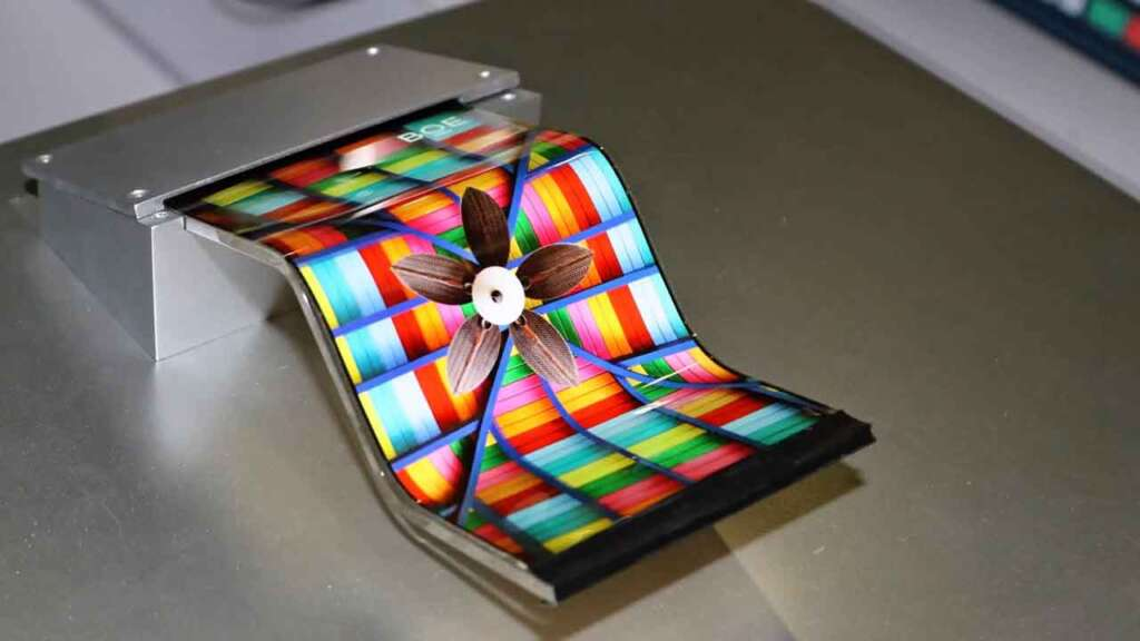 Samsung is likely to use BOE flexible OLED panels for the first time