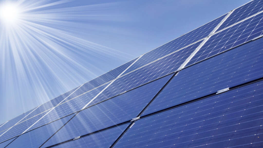 Researchers with human hair improve the performance of solar panels