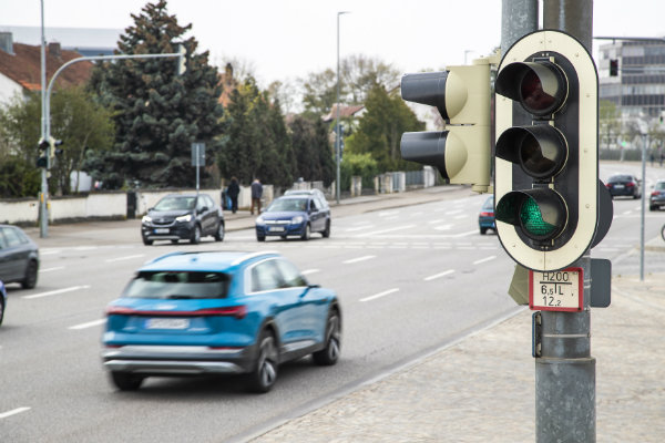 1619566258 444 Now Wireless traffic light with the help of artificial intelligence Now Wireless traffic light with the help of artificial intelligence makes the passage of pedestrians safer 2